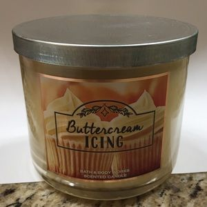 BATH & BODY WORKS Buttercream Icing Scented Candle